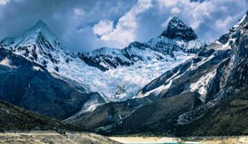 Imagen de Murieron dos montañistas argentinos tras caer al vacío