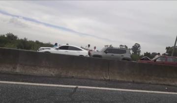 Imagen de Fin de semana largo: cinco autos chocaron en cadena en la Autovía 2