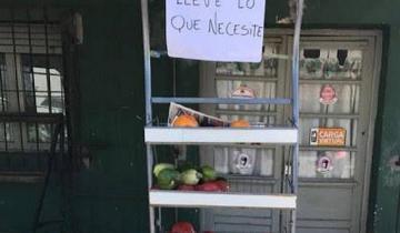 Imagen de Verduleros de Castelli regalan productos a quienes no pueden pagarlos