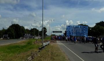 Imagen de Corte en los accesos a Mar del Plata de las Rutas 2 y 88 por reclamo de movimientos sociales