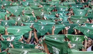 Imagen de No la dejaron votar en Dolores con el pañuelo verde en el brazo