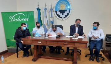 Imagen de Katopodis firmó en Dolores convenios para hacer cloacas y luz LED