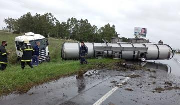 Imagen de Dolores: dos vuelcos complicaron el tránsito en la ruta 2 y la 63