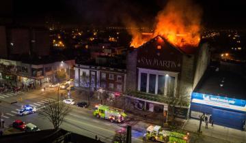 Imagen de Mar del Plata: un incendio destruyó gran parte del ex cine San Martín
