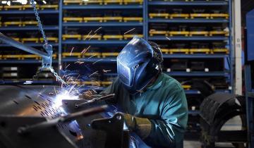 Imagen de Aseguran que desde que Macri es presidente se destruyeron unos 3.500 puestos de trabajo industriales por mes