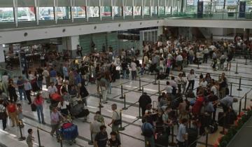 Imagen de Por efecto de la devaluación, los viajes al exterior cayeron por sexto mes seguido