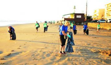 Imagen de El Partido de La Costa participa hoy de la jornada de limpieza de playas