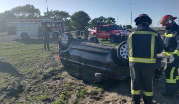 Imagen de Ruta 11: volcó un auto en Aguas Verdes y hay un menor de Santa Teresita en grave estado