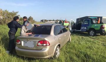 Imagen de Ruta 2: un hombre circulaba en contramano, huyó de la policía y despistó