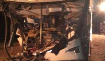 Imagen de Murió una mujer en un choque entre un colectivo y un camión