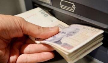 Imagen de Se podrán realizar operaciones bancarias en estaciones de servicio, supermercados y el correo