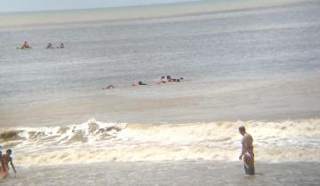 Imagen de Guardavidas del Partido de La Costa rescataron del mar a dos jóvenes en Santa Teresita