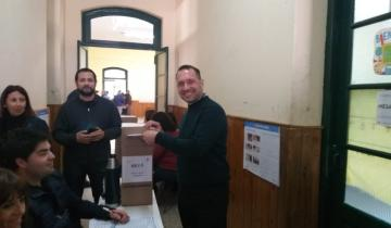 Imagen de Elecciones 2019 en vivo: Facundo Celasco votó en Dolores