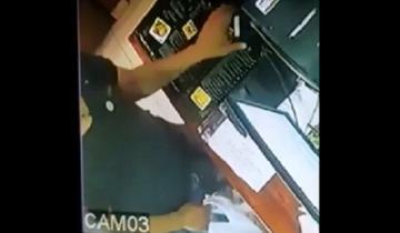 Imagen de Video: cómo roban un celular en una cervecería marplatense