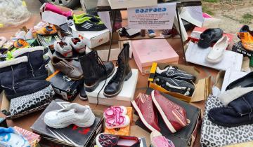 Imagen de General Madariaga: un comerciante regala 100 pares de calzado a quienes los necesiten