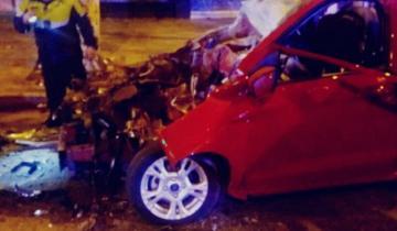Imagen de Violento choque en Mar del Plata: un auto se metió debajo de un colectivo