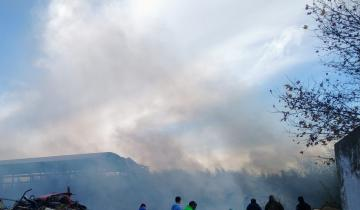 Imagen de Dolores: se desató un voraz incendio en un galpón